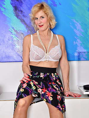 Big Breasted Molly Maracas Takes off Her Long Skirt to