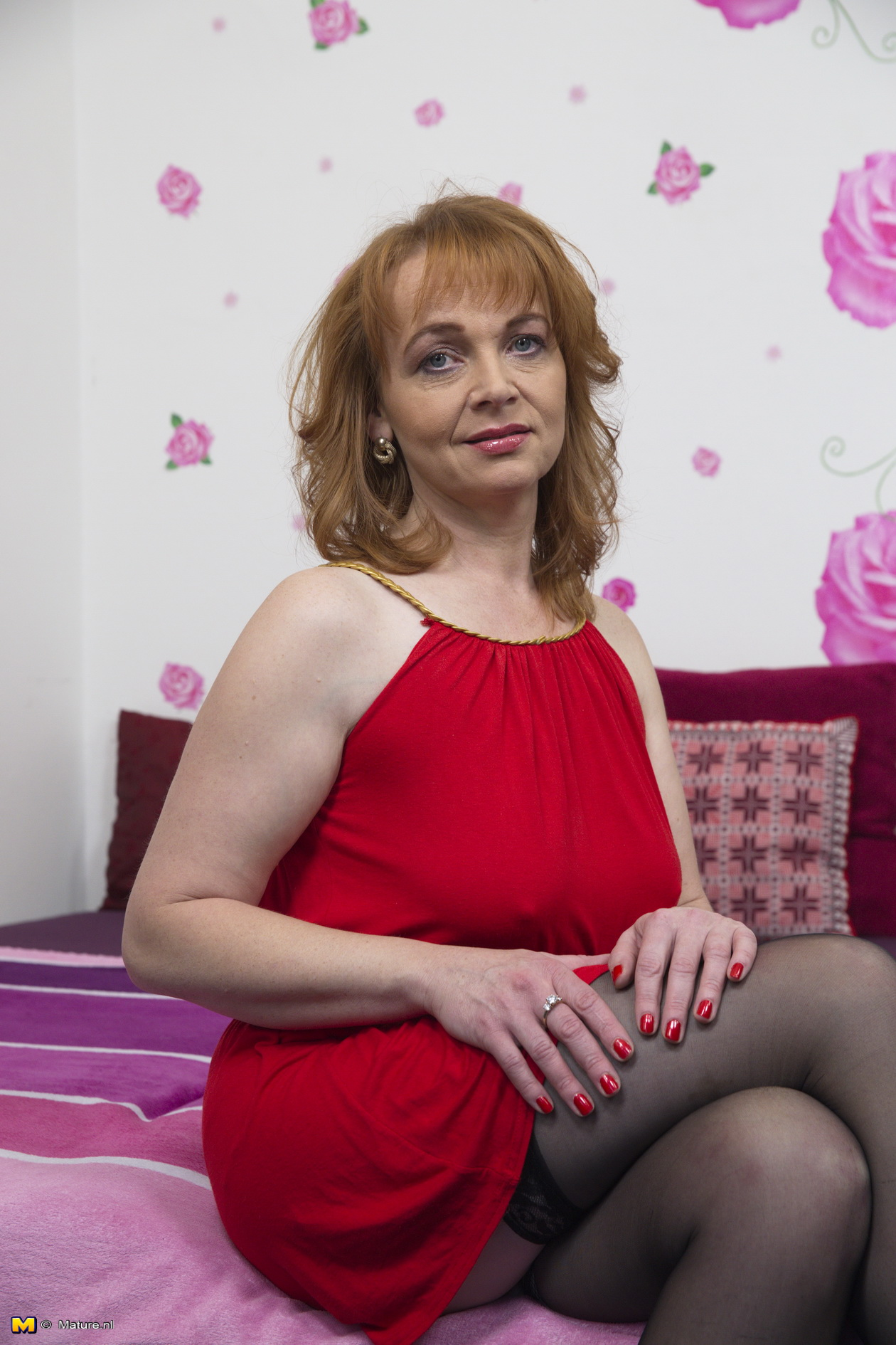 Horny British housewife getting ready to become dirty Free